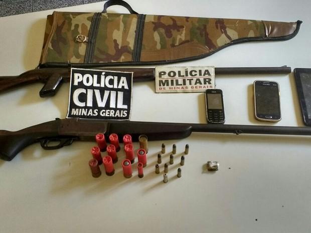 Armas foram encontradas em uma casa no Bairro Beira Rio (Foto: Polícia Civil/Divulgação)