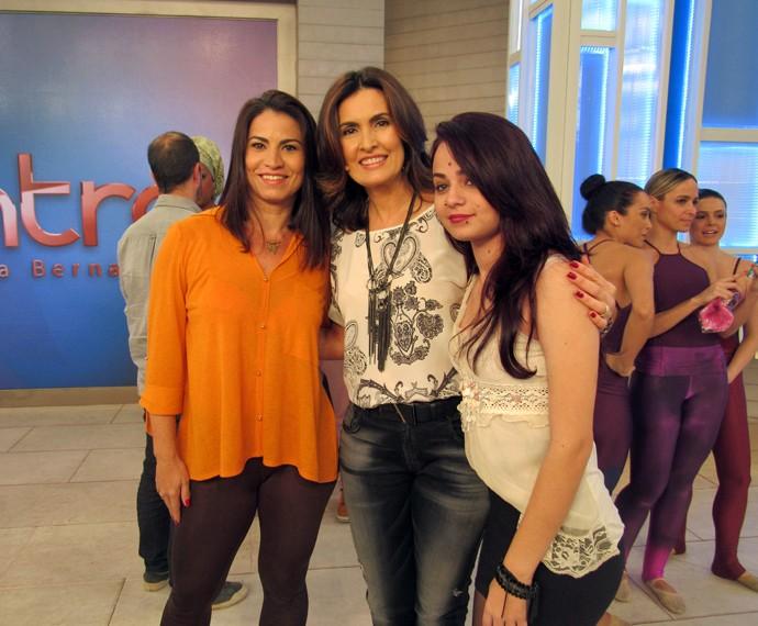 Convidadas com a apresentadora nos bastidores do programa (Foto: Carolina Morgado/Gshow)
