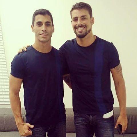 Pedro Henrique com Cauã Reymond na época de A Regra do Jogo (Foto: Reprodução / Instagram)