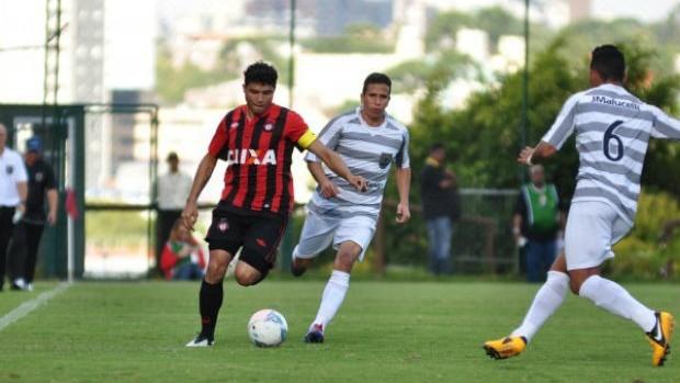 Atlético-PR JMalucelli Zezinho (Foto: Divulgação/Site oficial do Atlético-PR)