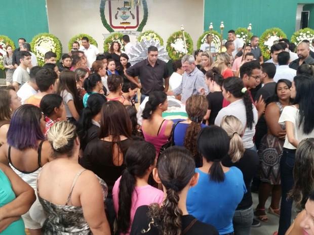 Corpo do vereador Jaime Ferreira é velado em colégio de Senador Canedo, Goiás (Foto: Reprodução/TV Anhanguera)