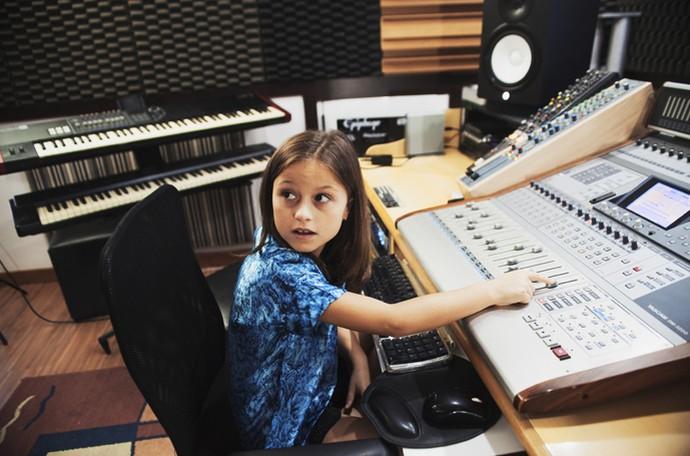 A gatinha que encantou no The Voice Kids promete publicar mais clipes no novo canal da Internet (Foto: Lucas Coelho/Arquivo pessoal)