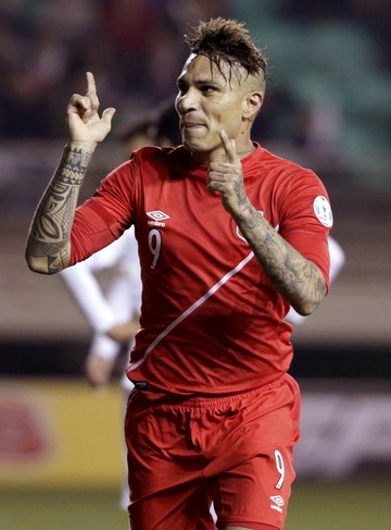 Guerrero gol peru bolívia (Foto: Reuters )