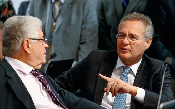Os senadores Roberto Requião (esq.) e Renan Calheiros.Parceiros no projeto de abuso de autoridade eles recuaram no final (Foto:   Pedro Ladeira/Folhapress)