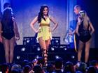 Decotada, Anitta canta em inglês em gravação no Rio