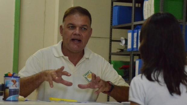 Coordenador pede aos professores que não deixem para última hora (Foto: João Áquila/GLOBOESPORTE.COM)