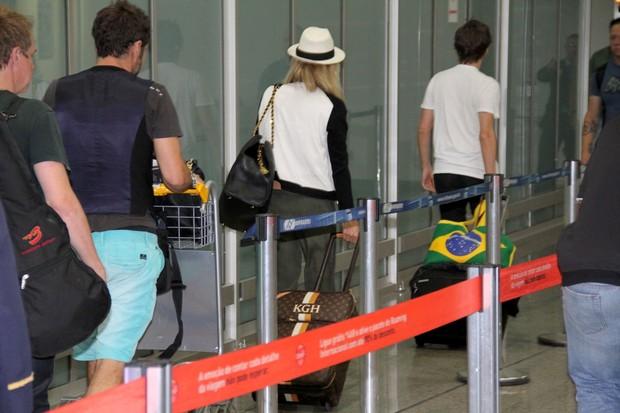 Kate Hudson no aeroporto (Foto: Wallace Barbosa / AgNews)