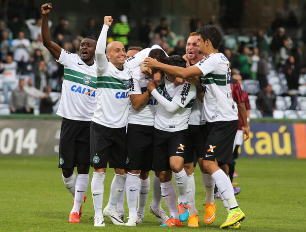 Helder do Coritiba comemora gol (Foto: Futura Press)