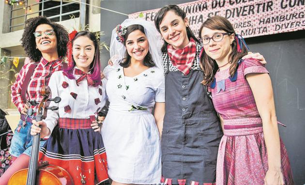 Heslaine Vieira, Ana Hikari, Gabriela Medvedovski, Manoela Aliperti e Daphne Bozaski prontas para 'Malhação' (Foto: Globo/ João Cotta)