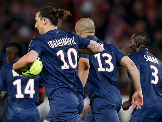 Alex Ibrahimovic gol PSG (Foto: Reuters)
