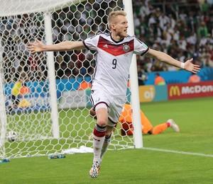 O alemão Andre Schuerrle comemora gol na prorrogação da partida entre  Alemanha e Argélia (Foto 9beb74b957da7