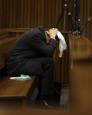 pistorius julgamento balde vomito atletismo (Foto: Reuters)