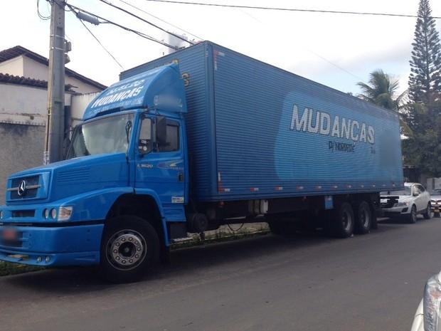 Caminhões eram usados para transportar droga entre São Paulo e Pernambuco, segundo a Polícia Federal (Foto: Joalline Nascimento/G1)