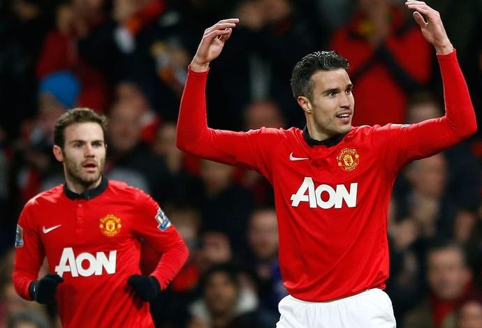 Van Persie e Juan Mata comemoram, Manchester United x Cardiff (Foto: Reuters)