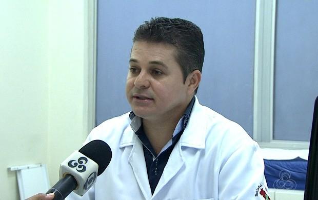 Médico infectologista Alan Real fala sobre contaminação e prevenção da doença H1 N1 (Foto: Acre TV)