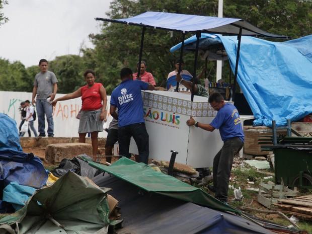 Vendedores ambulantes que atuam no centro de São Luís receberam na tarde dessa terça-feira (28) (Foto: De Jesus/O Estado)
