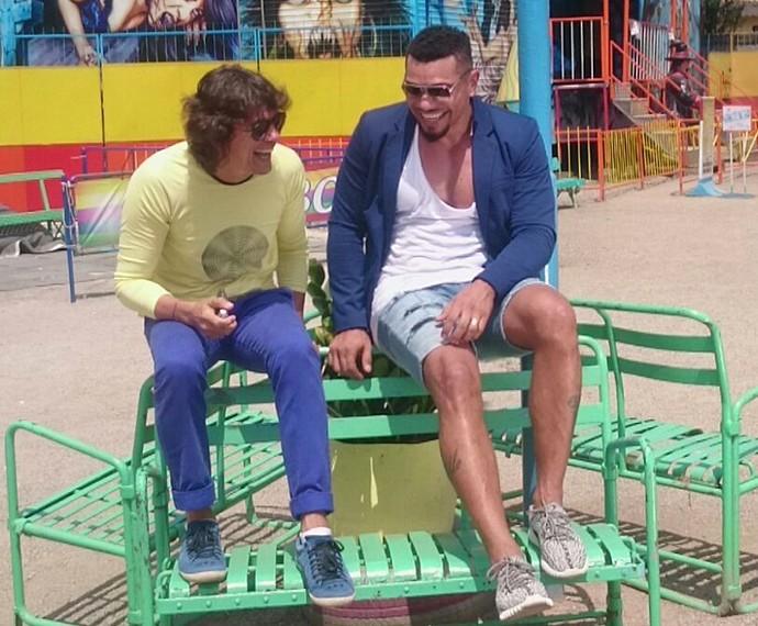 Naldo e Milton Guedes nos bastidores do clipe (Foto: Divulgação)