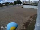 Vídeo mostra acidente entre moto e caminhonete que matou piloto em GO