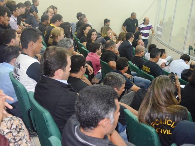 Servidores da Polícia Civil ocuparam o plenário da Assembleia em Boa Vista (Foto: Valéria Oliveira/ G1)