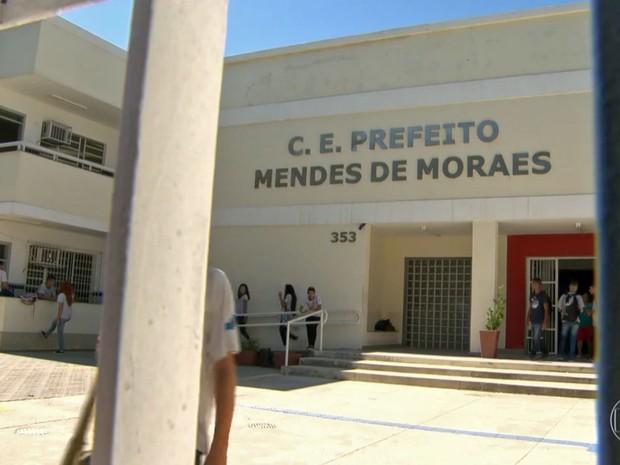 Escola Estadual Presidente Mendes de Moraes, na Ilha do Governador, ocupada por alunos (Foto: Reprodução / Globo)