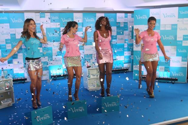 Sabrina Sato, Carla Prata, Cris Vianna e Juliana Alves em evento no Rio (Foto: Ricardo Leal / Foto Rio News)
