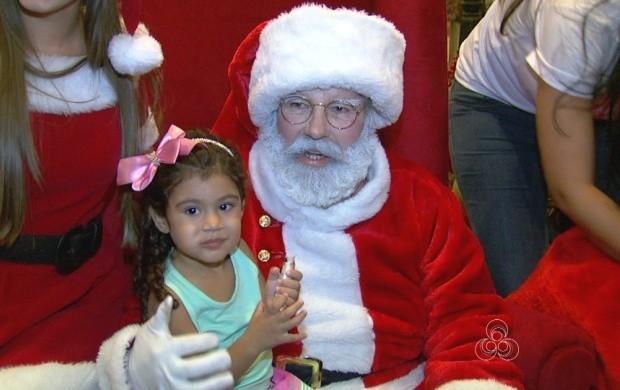 Chegada do Papai Noel em Boa Vista alegra crianças (Foto: Roraima TV)