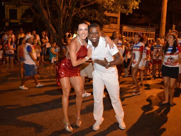 Carla Prata e Patrick Carvalho em ensaio da escola de samba carioca União da Ilha, na Zona Norte do Rio (Foto: Rodrigo Mesquita/ Divulgação)