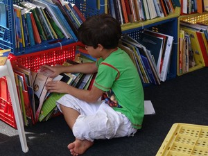 Cantinho da leitura atrai crianças na Fliporto (Foto: Katherine Coutinho/G1 PE)