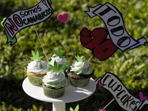 Cupcakes de maconha foram vendidos durante marcha para descriminação do consumo e do cultivo da erva, na Praça de Maio, no centro de Buenos Aires, Argentina. (Foto: AFP PHOTO / Alejandro PAGNI)