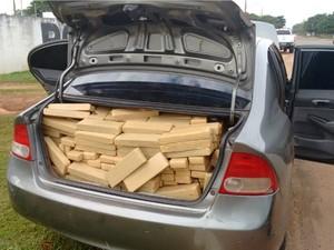 Sete pessoas foram presos transportando mais de 5 toneladas de maconha em rodovia de MS (Foto: Divulgação/DOF)