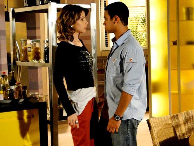 Isadora dando mole para o Niltinho? É isso mesmo? (Foto: Cheias de Charme /  TV Globo)