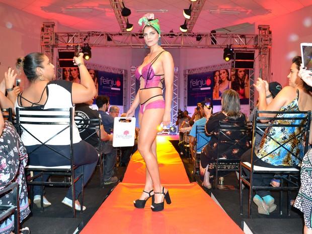 G1 - Feiras de roupas íntimas movimentam Juruaia e Nova Resende c3ff26d3792