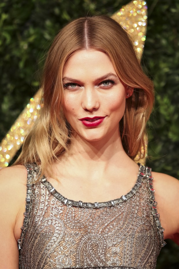 Karlie Kloss no British Fashion Awards (Foto: AFP)