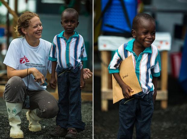 """Na imagem à esquerda, a psicóloga Ane e o menino Patrick """"do outro lado da cerca""""; à direita, o garoto liberiano segura o diploma de curado do ebola (Foto: Morgana Wingard/Médicos Sem Fronteiras)"""