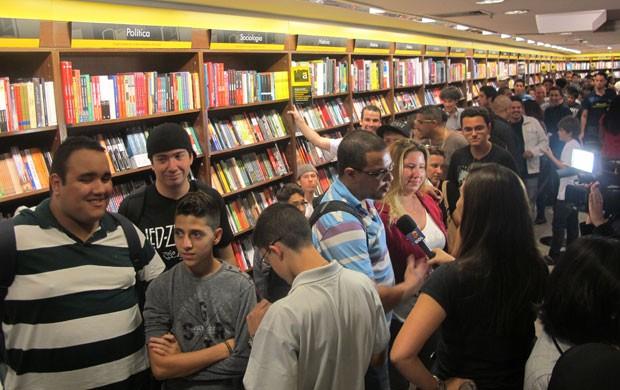 Fãs fizeram fila no Shopping Center Norte, em São Paulo, para comprar o novo 'Call of Duty' (Foto: Gustavo Petró/G1)