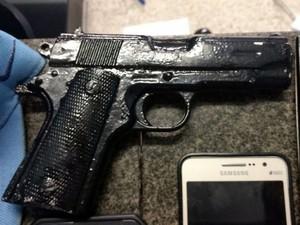 Simulacro usado por suspeitos durante um dos assaltos (Foto: Maury Jr./Matão Urgente)