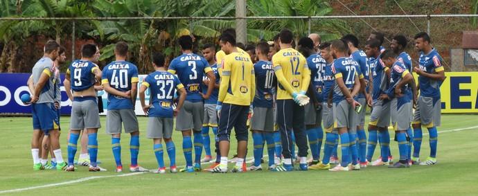 Conversa entre jogadores e elenco tem sido frequentes na Toca da Rapsoa (Foto: Maurício Paulucci)