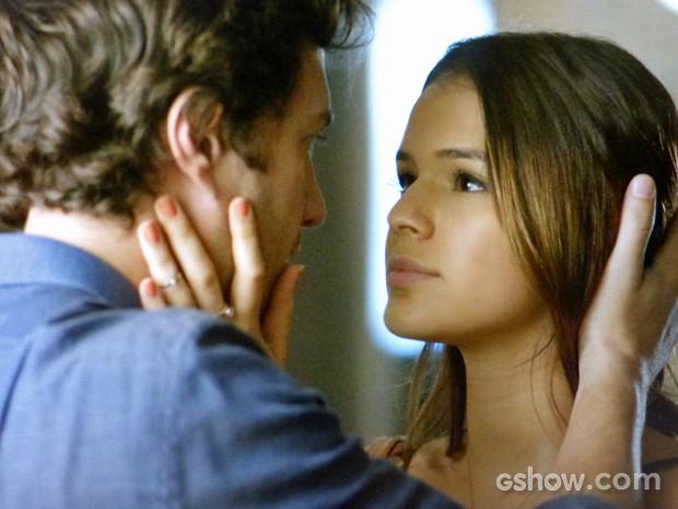 Luiza aparece de surpresa para Laerte (Foto: Em Família/ TV Globo)