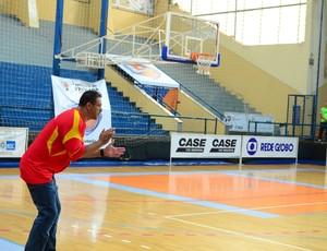 Rinaldo Rodrigues técnico da Liga Sorocabana de Basquete (Foto: Della Rocca/Divulgação)