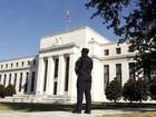 Dólar fecha quase estável após Fed manter juros nos EUA