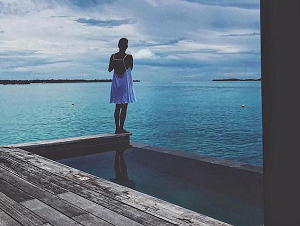 A atriz Halle Berry em sua viagem a Bora Bora (Foto: Instagram)