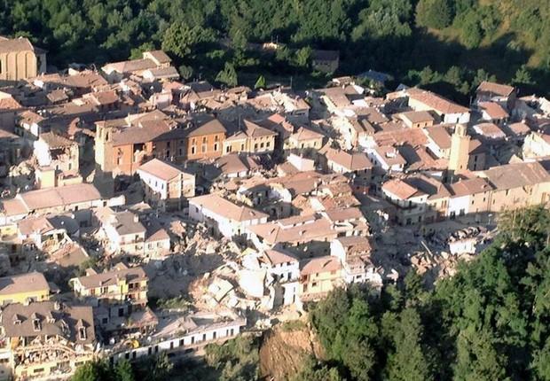 Vista aérea de Amatrice, na Itália, após terremoto (Foto: EFE)