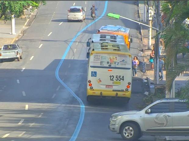 Faixa para ônibus gerou comentários em Cuiabá (Foto: Reprodução/TVCA)