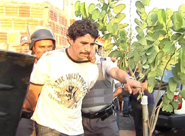 Sequestrador ficou 17 horas dentro da residência (Foto: Reprodução / TV Tem)