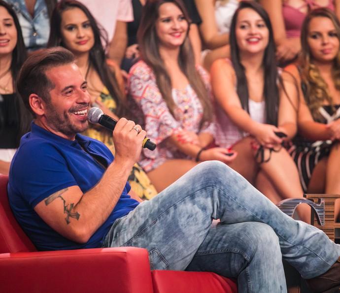 Leandro Hassum brinca com a filha no palco do 'Caldeirão do Huck' (Foto: Paulo Belote/ TV Globo)