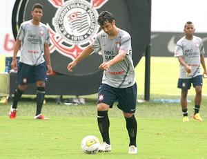 Douglas no treino do Corinthians (Foto: Anderson Rodrigues / Globoesporte.com)