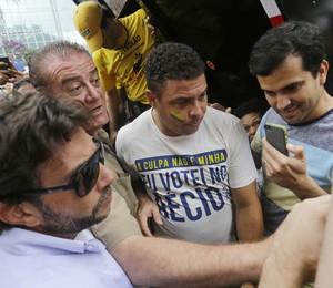Ronaldo durante os protestos na Avenida Paulista, neste domingo (15) (Foto: AP Photo/Nelson Antoine)