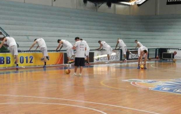 Treino basquete Uberlândia (Foto: Felipe Santos/GLOBOESPORTE.COM)