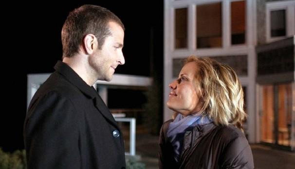 Ryan Banks (Jason Priestley) aceita participar de programa de TV que escolherá sua noiva (Foto: Divulgação/Reprodução)