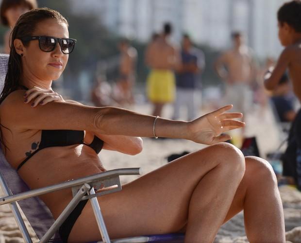 Luana Piovani em gravação na praia para Dupla Identidade (Foto: Raphael Dias/TV Globo)